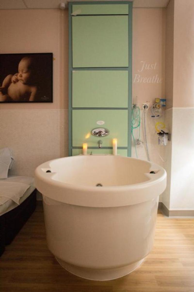 midwife led birthing pool room